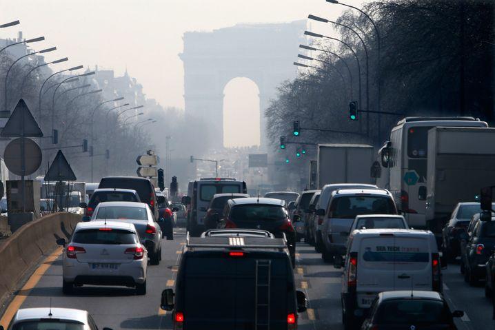 Rush Hour in Paris: Polizeibeamte durchsuchten bereits die Zentrale von VW Frankreich nahe Paris