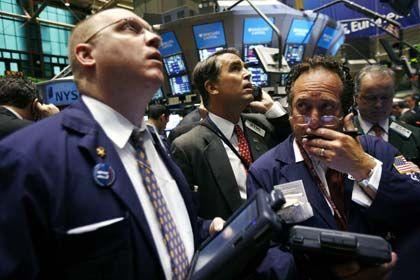 Händler an der New York Stock Exchange: Das Geschäft mit Kreditderivaten findet abseits der Börsen statt - zum Ärger der Kontrolleure