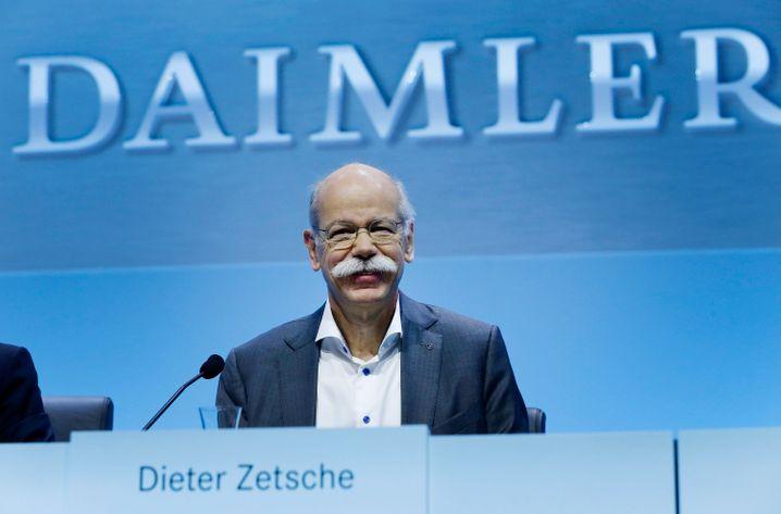 Selbst krisenerprobt: Daimler-Chef Zetsche springt der Deutschen Bank mit einem Glaubensbekenntnis bei