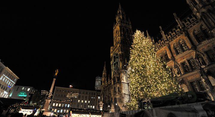 Marienplatz in München: Weihnachtsmarkt ist Pflicht, Shopping auch
