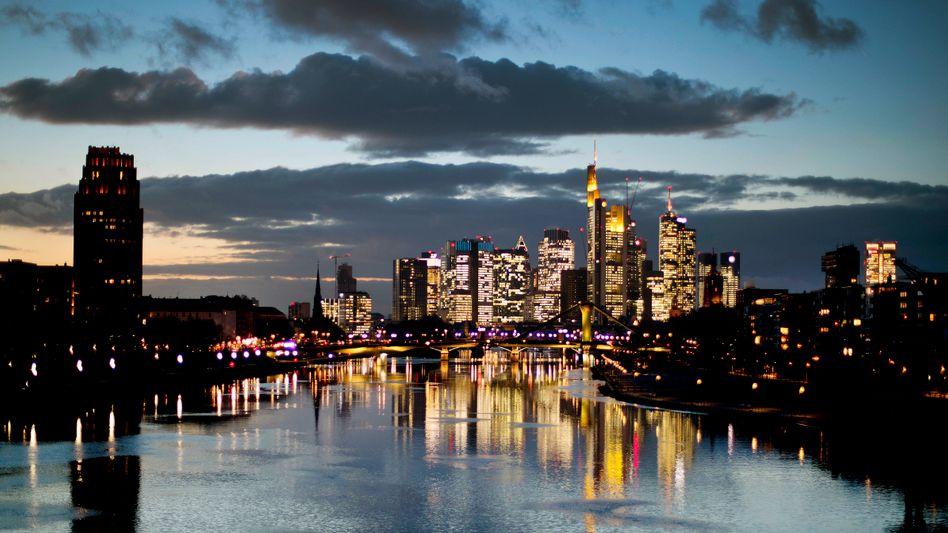 Bankenviertel in Frankfurt: EU nimmt vier europäische Banken unter die Lupe