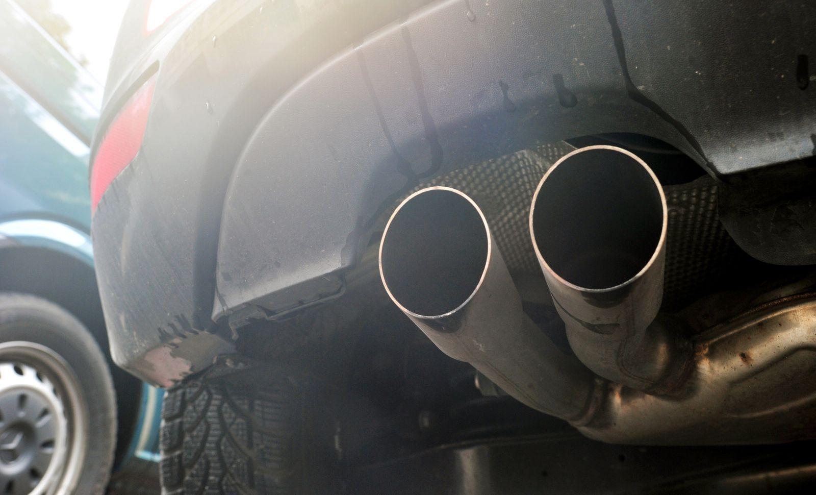 Auspuff von Diesel-PKW / Abgas /