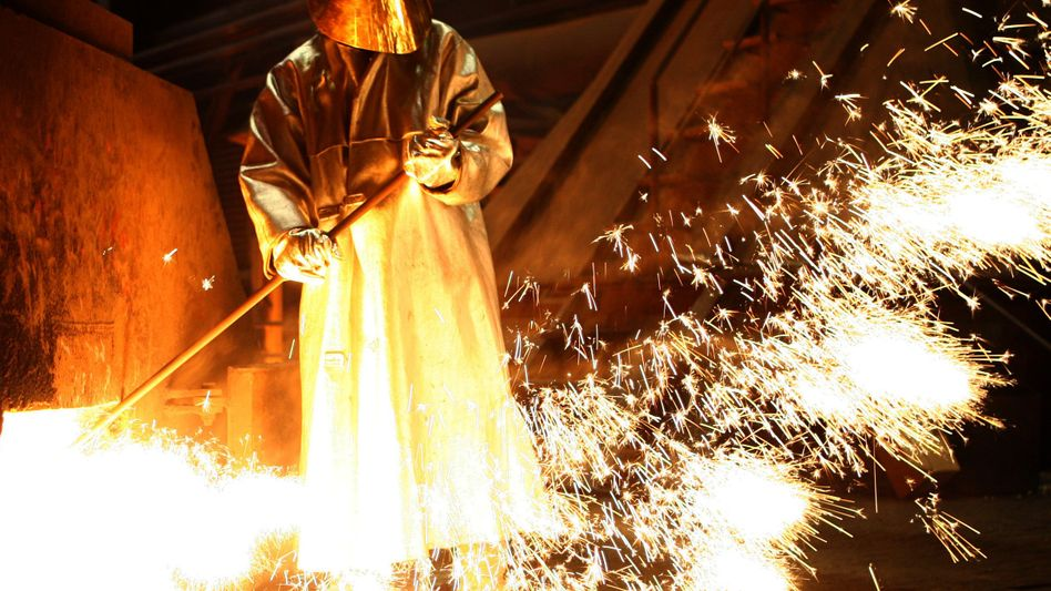Stahlarbeiter in Duisburg: Selbst in der Problemsparte läuft es besser