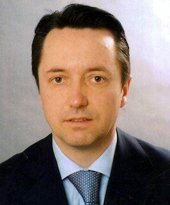 Jürgen Reiß ist promovierter Jurist und sammelte Erfahrung als Rechtsanwalt in Bologna. Seit Vereidigung als Dolmetscher und Urkundenübersetzer für die italienische Sprache ist er als Rechtsanwalt in Karlsruhe und Bologna tätig. Seit 2003 hält er Vorlesungen für Studenten des Masterprogrammes der Universität Bologna zum internationalen Privatrecht.