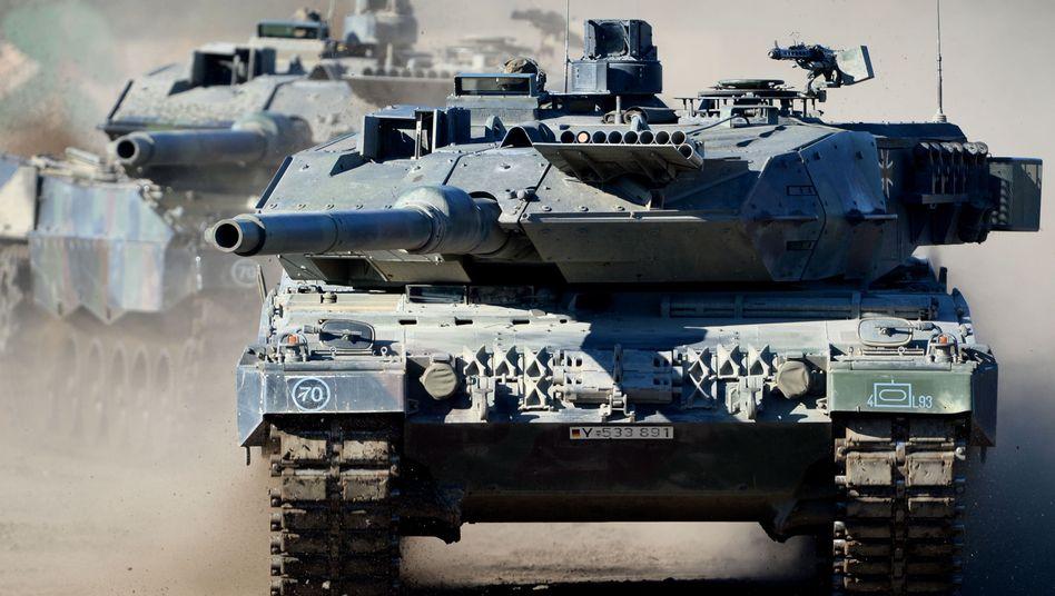 Deutscher Kampfpanzer Leopard 2 A6 (Archivaufnahme)
