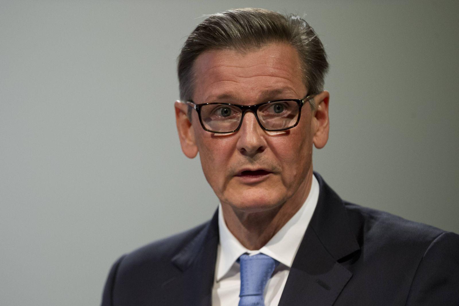 Gerd Alexander SCHUETZ Schütz kandidiert fuer den Aufsichtsrat Hauptversammlung der Deutschen Ban