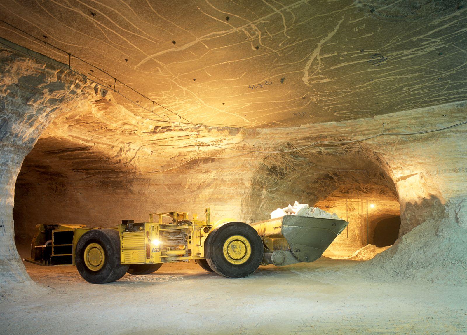17-Tonnen-Diesellader im Grubenbetrieb / Kalibergwerk / Kaliberg