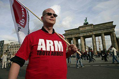 Verdi-Demonstrant: Gewerkschaften beharren auf Mindestlohn