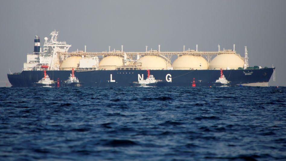 Welcome to Wilhelmshaven: Tanker mit verflüssigtem Erdgas (LNG) vor Japan