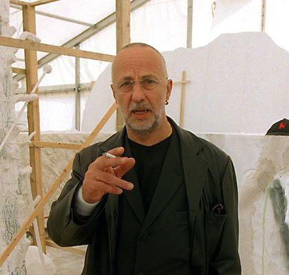 """""""Elbquelle"""": Jörg Immendorff stellte 1999 eine riesige Eichen-Skulptur für die sächsische Stadt Riesa vor"""