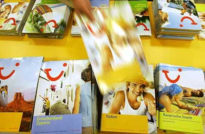 Katalog geschnappt und ab in die Sonne. Tui rechnet mit mehr Buchungen bei höheren Preisen