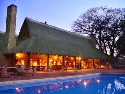 Adäquate Bleibe: Malawische Hotels wie hier in Mfuwe bieten den Touristen durchaus auch westlichen Standard und Komfort