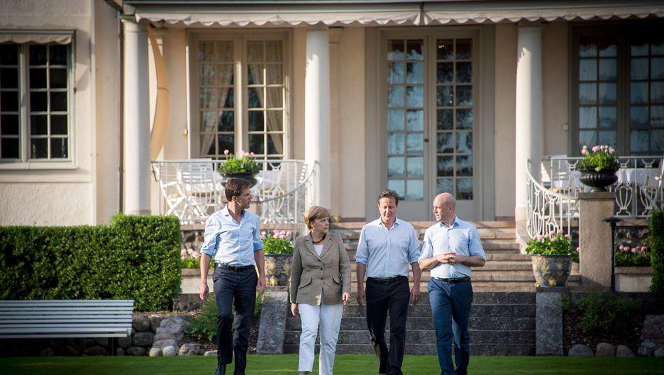 Streit um die EU-Spitze: Kanzlerin Angela Merkel (CDU), der niederländische Ministerpräsident Mark Rutte (links), der britische Premier David Cameron (2.v.r) und der schwedische Ministerpräsident Fredrik Reinfeldt (rechts) ihrem informellen Treffen in Harpsund