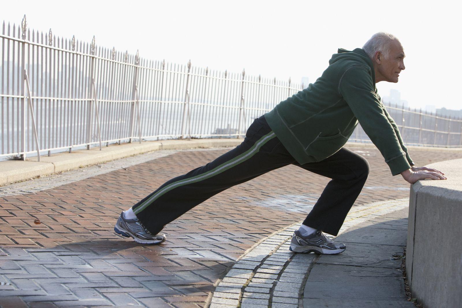 NICHT MEHR VERWENDEN! - Jogger / Jogging / Stretching / Älterer Mann
