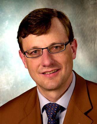 Thomas Roeb hat früher selbst für Aldi gearbeitet und ist heute Professor für Handelsbetriebslehre und Marketing an der FH Bonn-Rhein-Sieg.