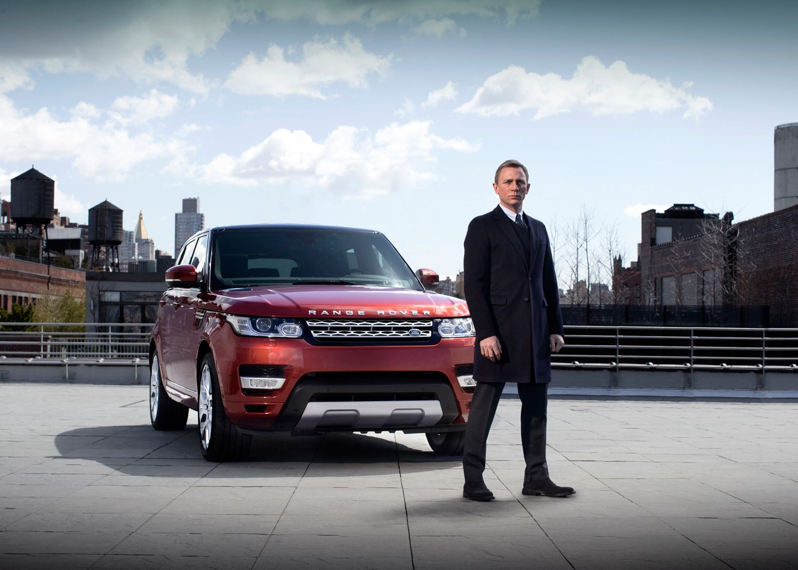 Daniel Craig / Range Rover Sport