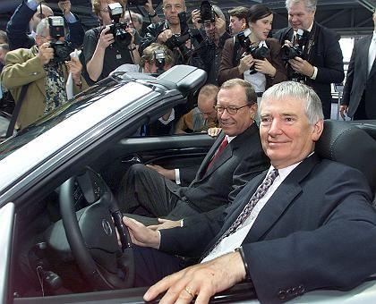 Autofreunde: Schrempp mit Innenminister Otto Schily