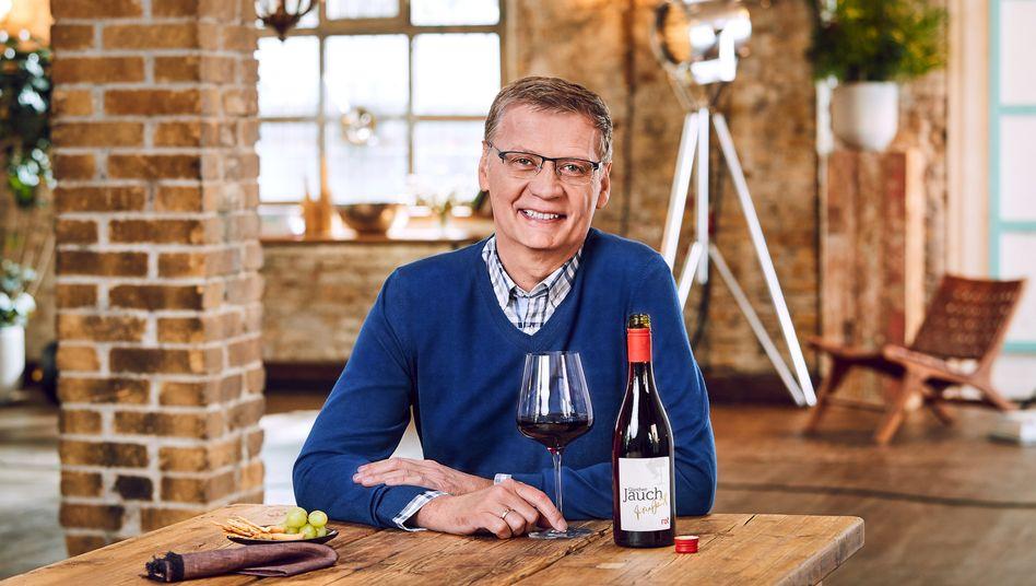 Günther Jauch mit seinem Rotwein