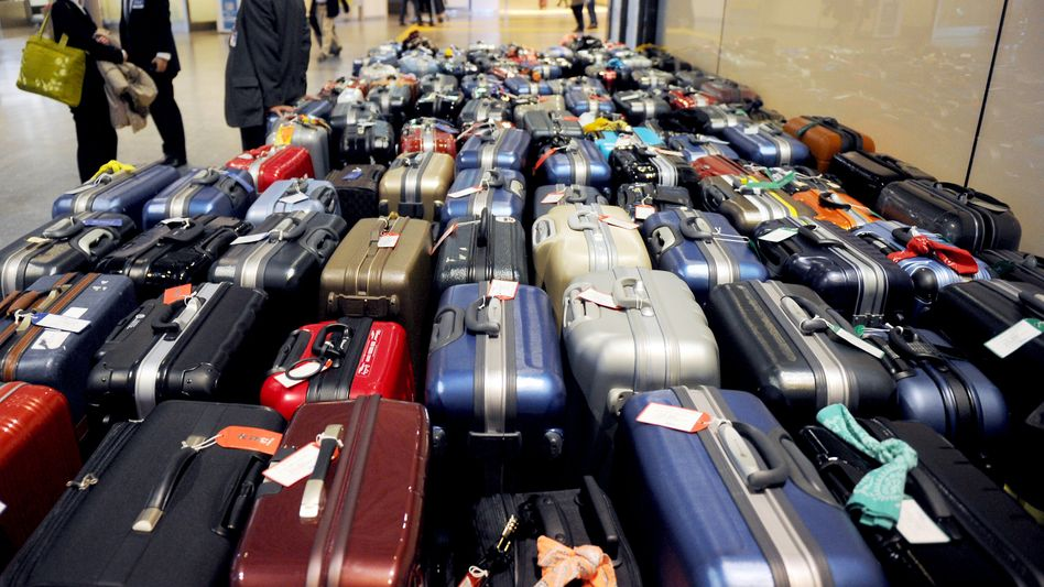 Nichts wie weg: Am Tokioter Flughafen versuchen viele Ausländer einen Flug in die Heimat zu ergattern