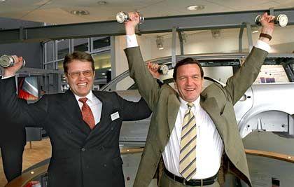 Retter unter sich: Zusammen mit dem damaligen Ministerpräsidenten von Niedersachsen, Gerhard Schröder, verhinderte Hans-Joachim Selenz den Verkauf der Salzgitter AG
