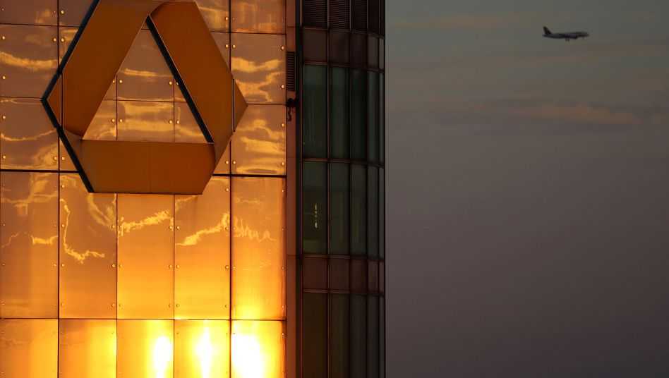 Commerzbank-Logo in Frankfurt am Main: Nun werden wohl doch mehr als die angekündigten 200 Filialen geschlossen