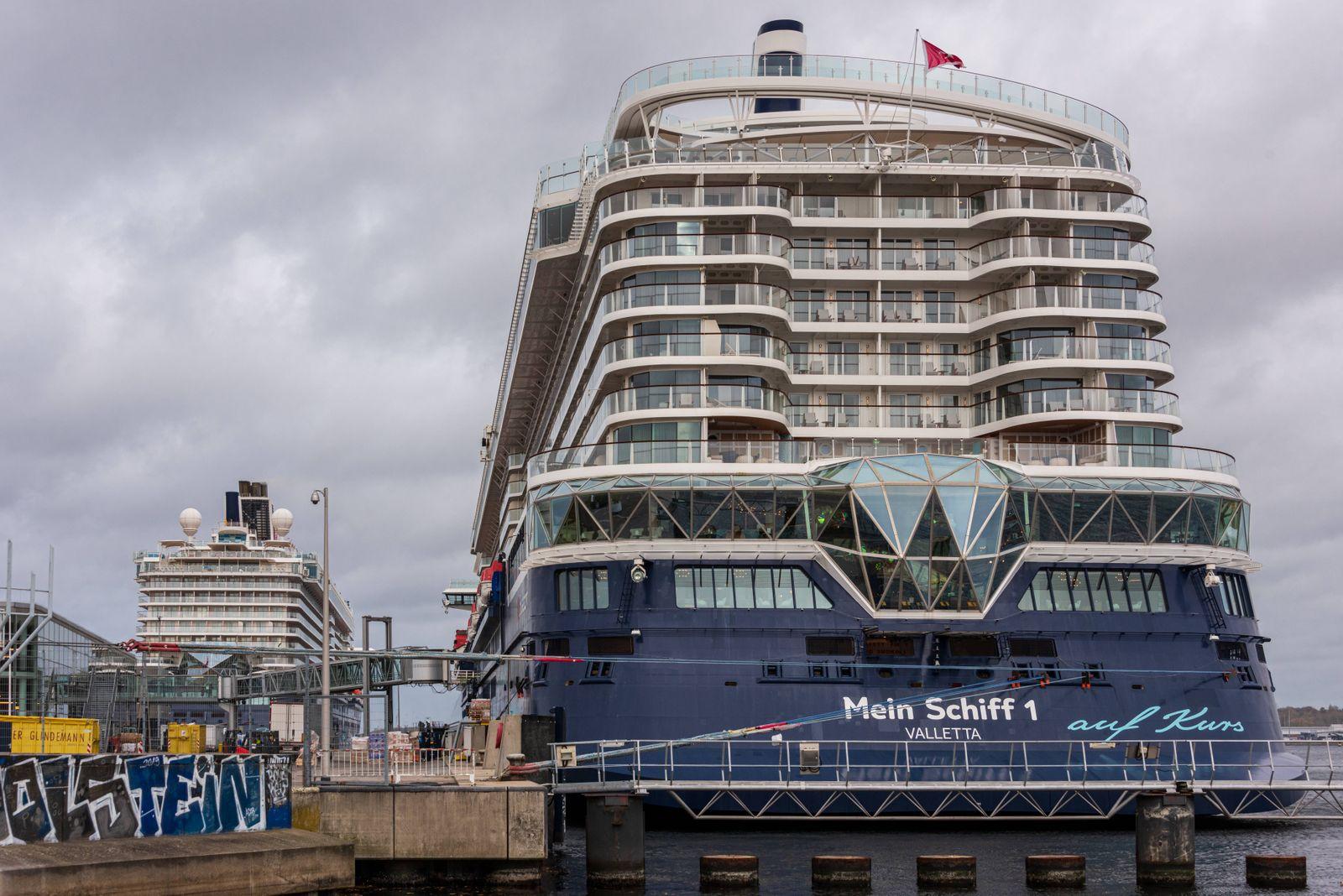 Kiel, 05. November 2020 Beherbungsverbot auf See. Zwei Schiffe von TUI Cruises liegen zurzeit im Kieler Hafen. Die Mein
