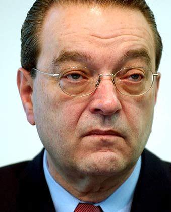 """Oswald J. Grübel CEO Credit Suisse Gesamtbezüge 2004: 14,2 Mio. Euro (Stoxx-Durchschnitt: 5,9 Mio. Euro) Eigenkapitalrendite nach Eigenkapitalkosten: +6,2% (Stoxx: +10,1%) Wertschöpfung nach Eigenkapitalkosten: -2,9% (Stoxx: +1,3%) Gesamtbezüge-Platzierung im Stoxx-Vergleich: Rang 2 """"Pay for Performance""""-Platzierung im Stoxx-Vergleich: Rang 42"""