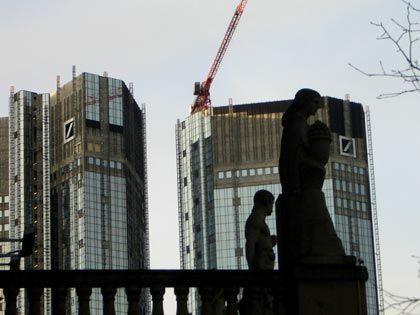 Baustelle Deutsche Bank: Die größte deutsche Bank meldet mitten in Übernahmeverhandlungen einen Milliardenverlust