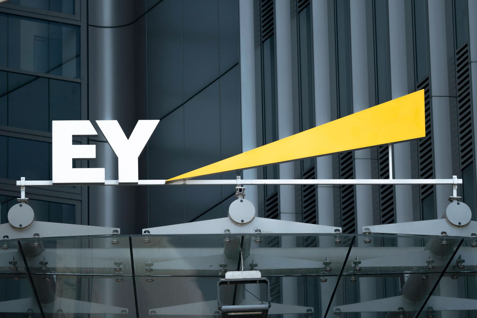 Wirtschaftsberatung EY, Ernst and Young Aktuell,Symbolfoto, Symbolbild von EY. Die Wirtschaftspruefungsgesellschaft und