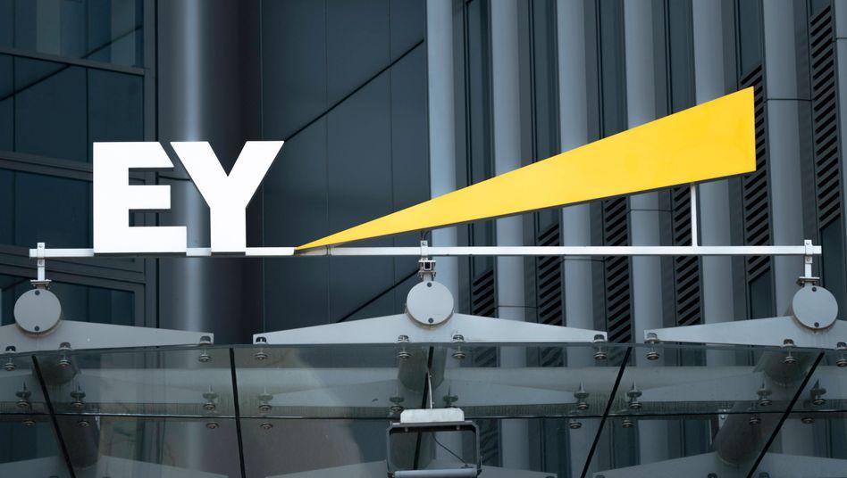 EY-Logo in Berlin