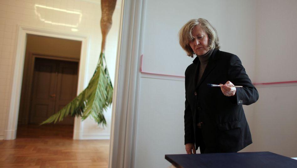 Auf Platz 3 hinter Gerhard Richter und Bruce Nauman: Rosemarie Trockel ist eine von vier Deutschen unter den zehn wichtigsten Künstlern der Gegenwart. Neben Richter und Trockel finden sich Georg Baselitz und Anselm Kiefer auf der Liste