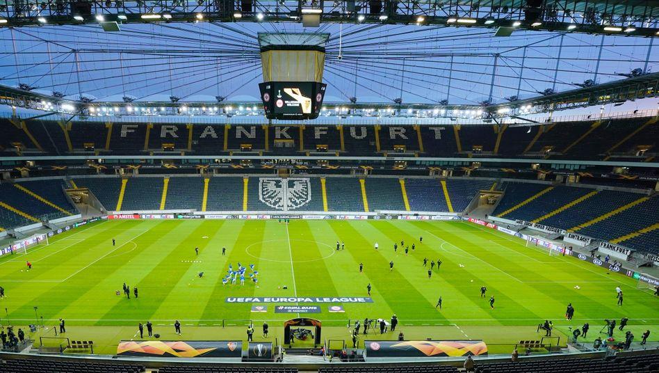 Fußballstadion: Die Bundesliga-Saison soll weitergehen - notfalls auch vor leeren Rängen