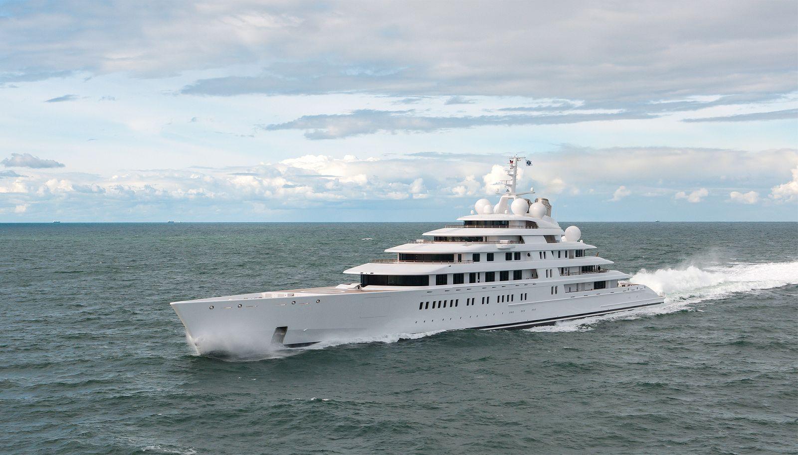 Yacht / Azzam