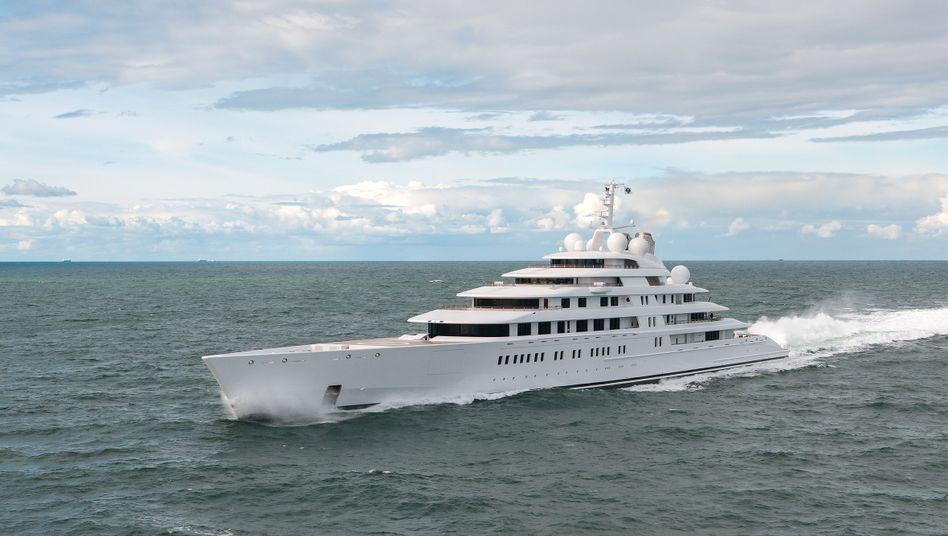 """180-Meter-Yacht """"Azzam"""": 2153 Milliardäre haben so viel wie die 60 ärmsten Prozent der Weltbevölkerung"""