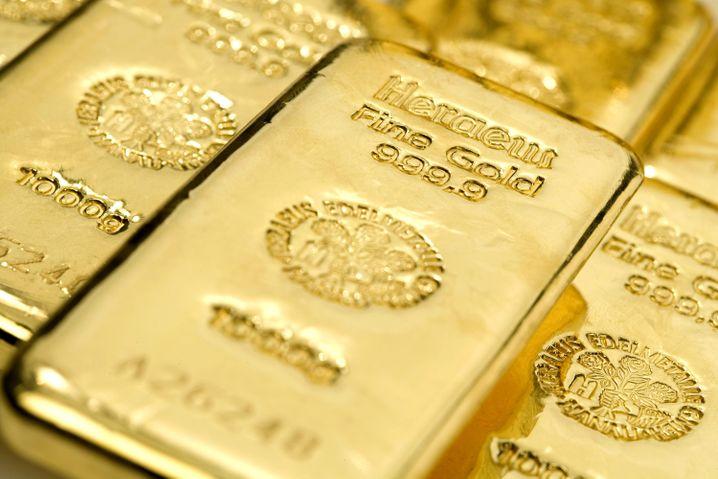 Goldbarren mit Heraeus-Prägung: Außer Glanz und Glitzer haben die von Heraeus gelieferten Metalle auch allerlei praktischen Nutzen im Alltag
