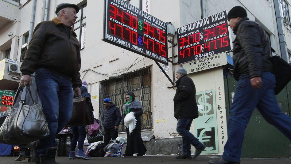 Wechselstuben: Moskau erwartet 2015 einen Kapitalabfluss von 90 Milliarden Dollar - fast doppelt so viel wie bislang angenommen