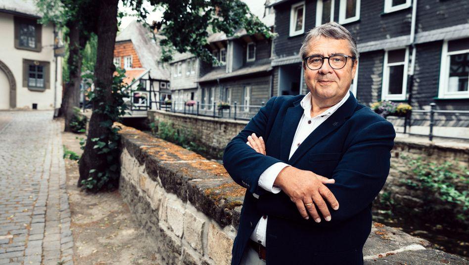 Aufbruch in die Wirtschaft: Sigmar Gabriel (hier im heimischen Goslar) ist stolz darauf, dass er keinen Versorgungsjob von seinen Parteifreunden braucht