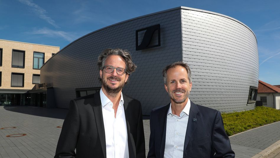 Entrepreneure des Jahres: Daniel (links) und Andreas Sennheiser erhalten einen Ehrenpreis. Die Beratungsgesellschaft Ernst & Young zeichnete außerdem Sieger in fünf Kategorien aus
