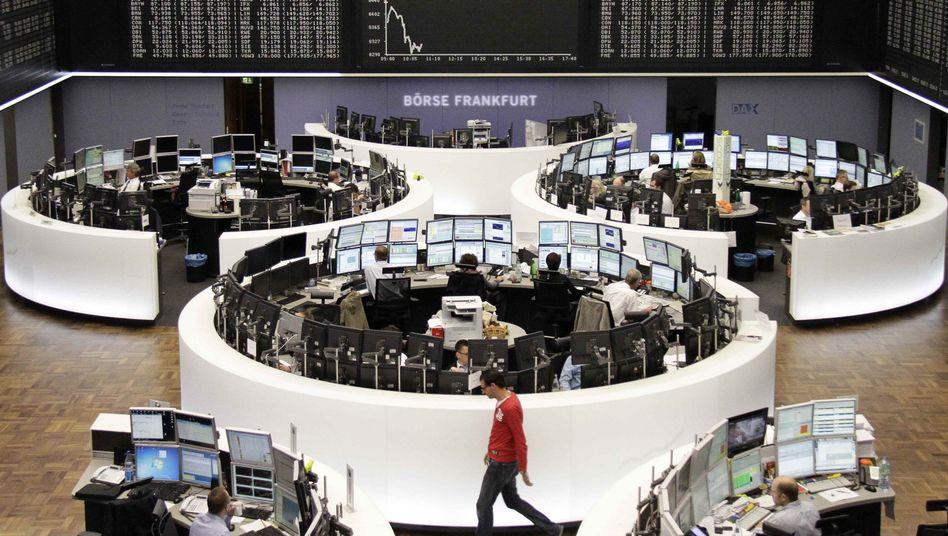 Frankfurter Börsenparkett: Der Dax pendelt knapp unter 8700 Zählern