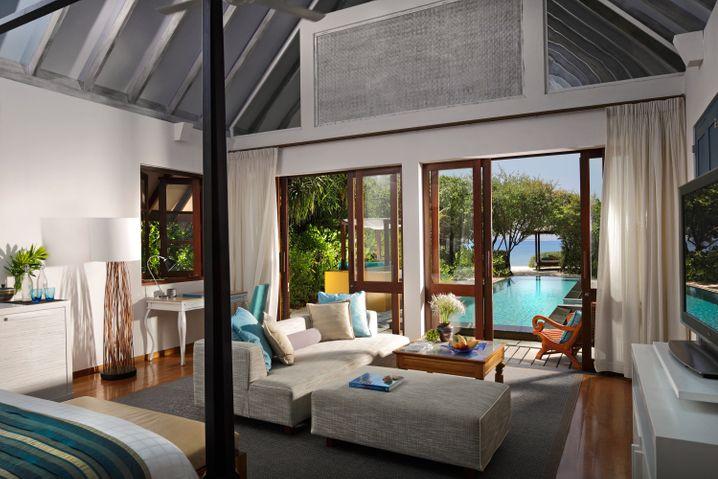 Purer Luxus: Riesige Villen und der Swimmingpool natürlich direkt vor der Haustür - das bietet das «Four Seasons Landaa Giraavaru».