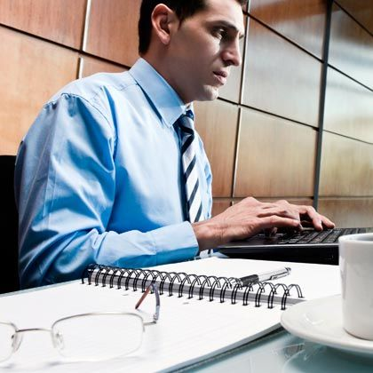 Der Technokrat: Fachlich exzellent, macht er in der Krise einen guten Job: klare Restrukturierungen, Kosten runter, Effizienz rauf. Nur die Mitarbeiter bindet er nicht ein, seine soliden Entscheidungen fällt er am liebsten allein. Die Kühle nehmen ihm viele übel. Der Technokrat ist der am weitesten verbreitete Managertypus, vor allem in technikaffinen Branchen.