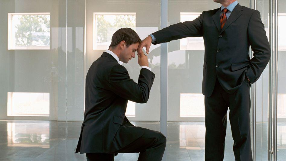 Unangemessen: Personalführung erlernt der Betriebswirt oft erst dann, wenn er eine Machtposition übernimmt