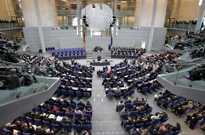 Einschreiten oder nicht? Der Bundestag ist unentschlossen