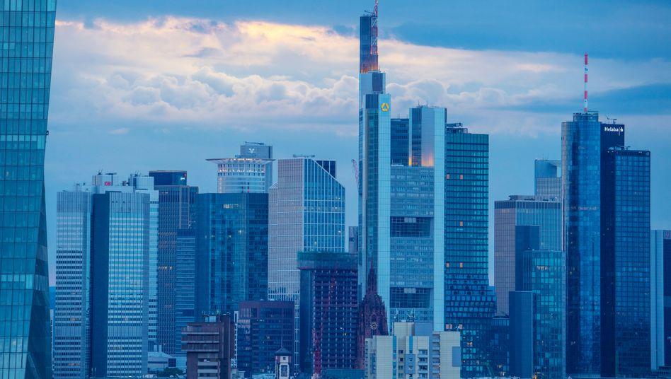 Commerzbank in Frankfurt am Main: Die neue Strategie könnte bei der Direktbanktochter Comdirect fast die Hälfte der Arbeitsplätze kosten.