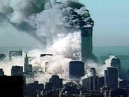 110 Stockwerke brechen zusammen - später stürzte auch der zweite Turm ein