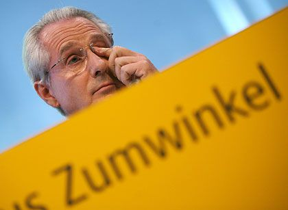 Über zwei Millionen Euro reicher: Post-Chef Zumwinkel