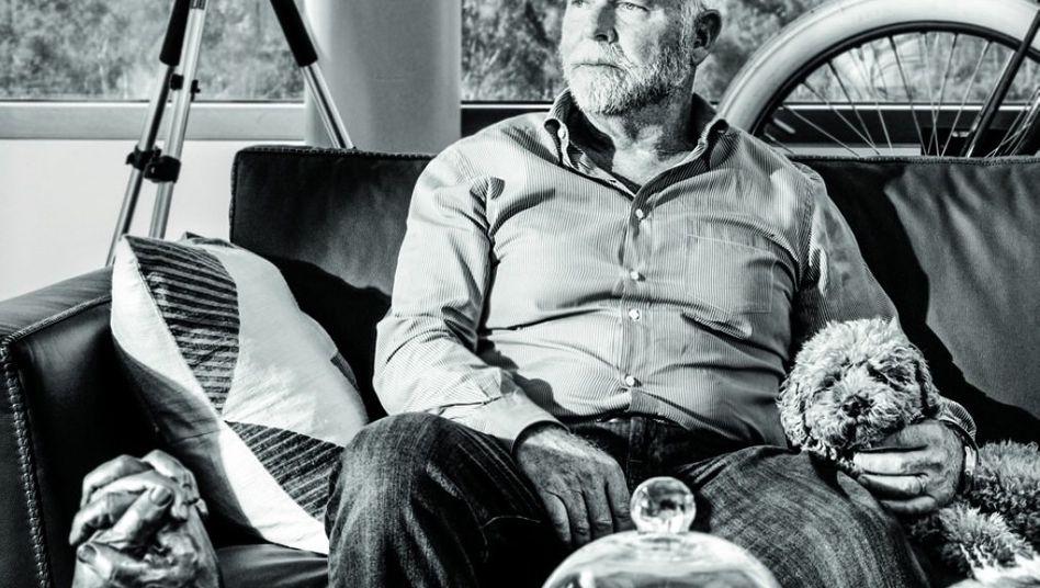 J. Craig Venter Der Wissenschaftler sorgte für Aufsehen, als er 1998 das öffentlich finanzierte Humangenomprojekt herausforderte: Mit seinem Unternehmen Celera wollte er als Erster das menschliche Erbgut entschlüsseln. Das Rennen endete mit einem Unentschieden. 2002 wurde Venter bei Celera entlassen. Heute leitet er ein gemeinnütziges Institut und die zwei Biotech-Unternehmen Human Longevity und Synthetic Genomics.