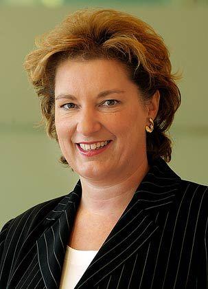 Gabriele Stopka (47): 2003 offenbarte die Douglas-Holding ihre Vorstandsgehälter, Finanzchefin Stopka verdiente damals 340 000 Euro pro Jahr.