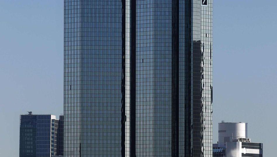 Türme der Deutschen Bank in Frankfurt: Sie ist der größte Finanzier der Bankenabgabe