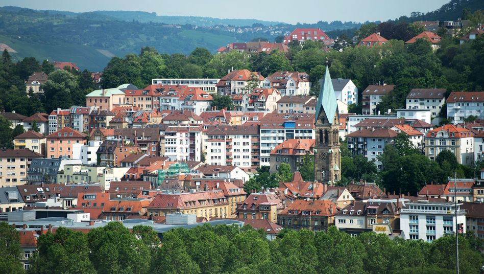 Blick auf Stuttgart: In den meisten Landkreisen in Deutschland ist der Erwerb von Wohneigentum einer Studie zufolge die bessere Wahl.